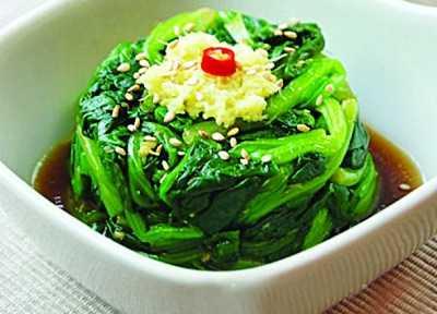 补肝养血:姜汁菠菜