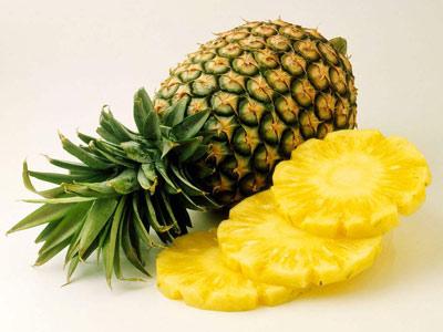 菠萝不能和什么一起吃