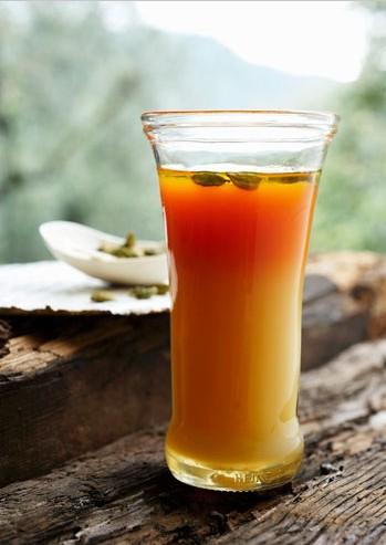 夏日喝蜂蜜胡萝卜汁健胃消食