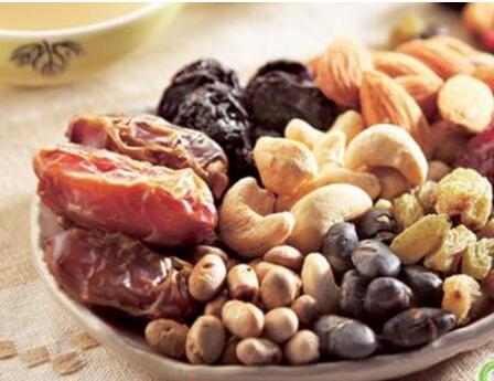 早餐配上坚果一起吃在这个冬天不生病